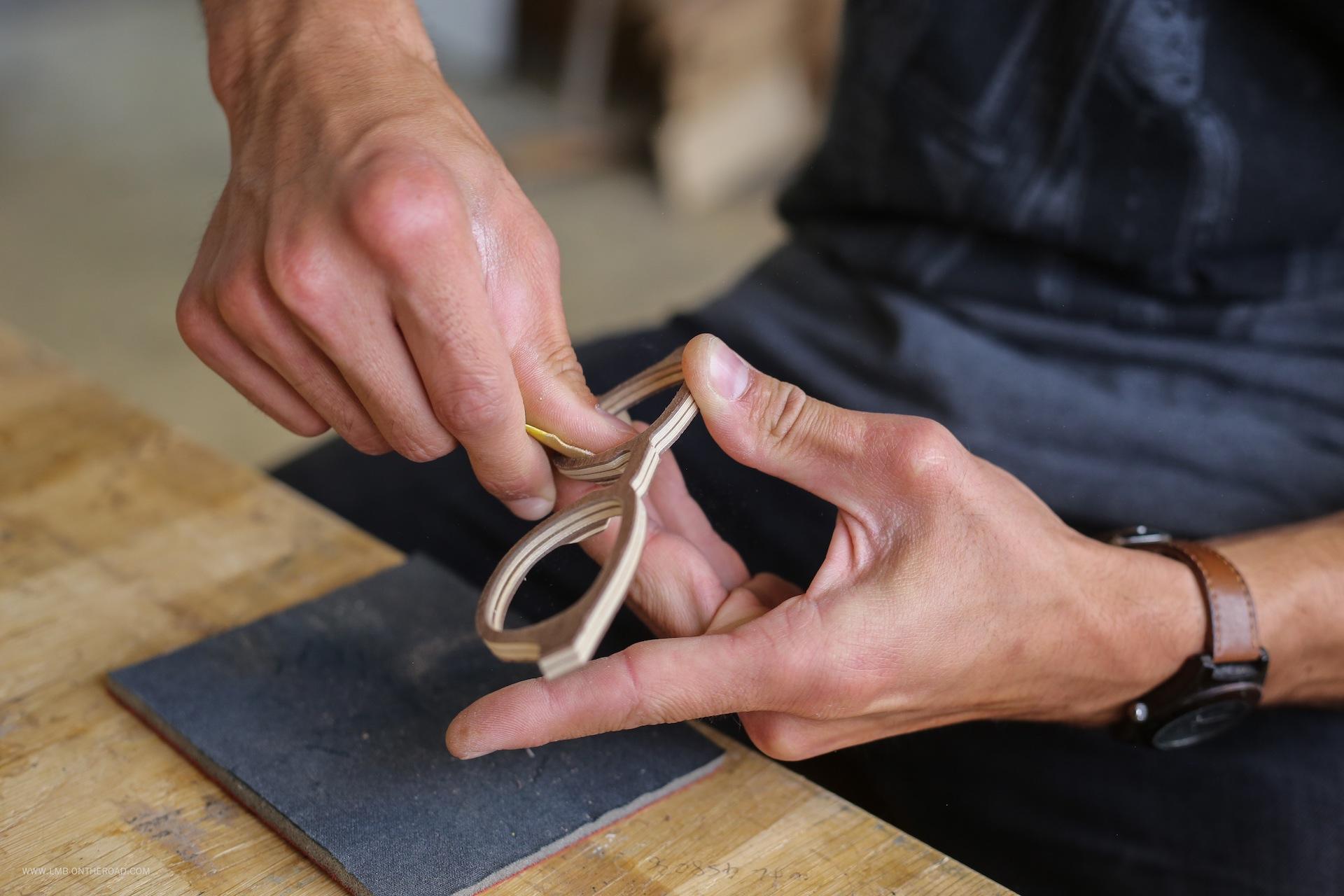 Shelter- Le ponçage des montures et des branches, à la main, par nos artisans lunetiers du Jura copie